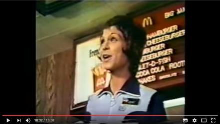Video-vrijdag: Zo werden medewerkers van McDonalds dus getraind in de jaren '70? Wauw!